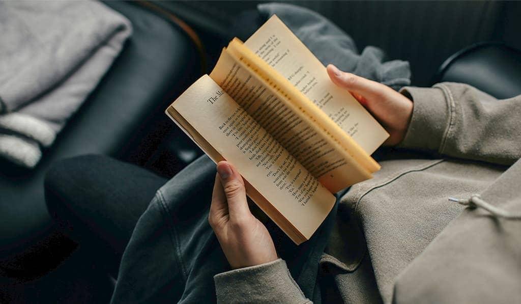 看原文小說學英文其實很簡單!這些閱讀技巧英文補習班老師大力推薦,現在學馬上賺!